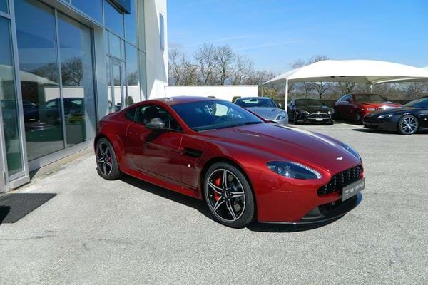 V8 Vantage S MY17 Diavolo Red